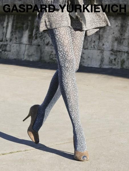 Designerstrumpfhose mit modischem Muster Sauvage von Gaspard Yurkievich mit Gerbe